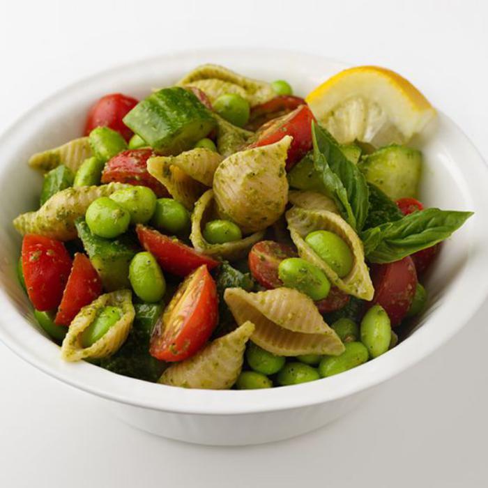 repas-diététique-pâtes-au-pesto-et-légumes