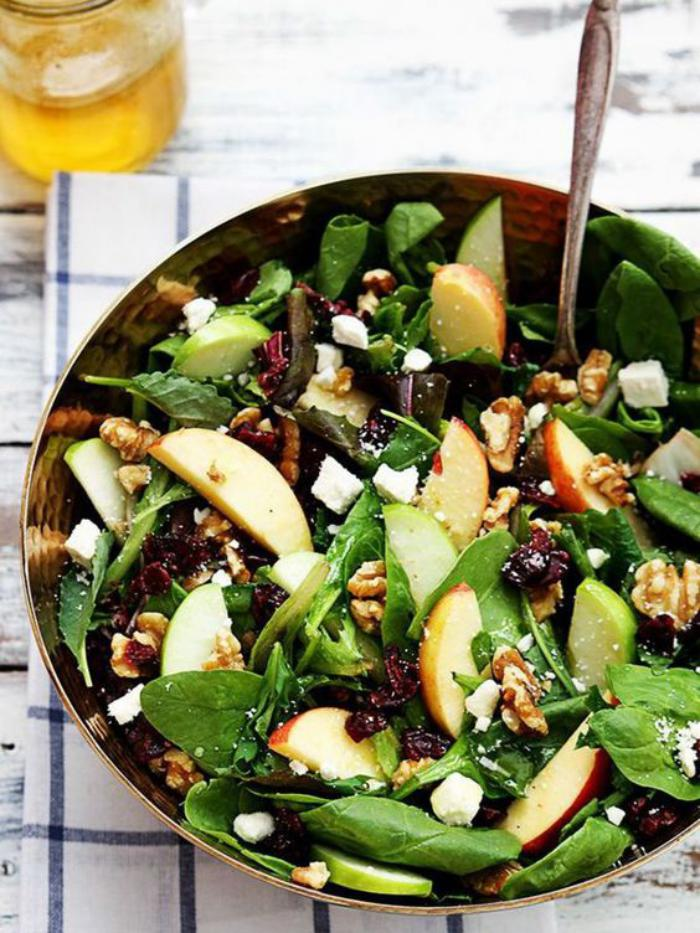 repas-diététique-salade-de-pommes-aux-épinards-et-noix