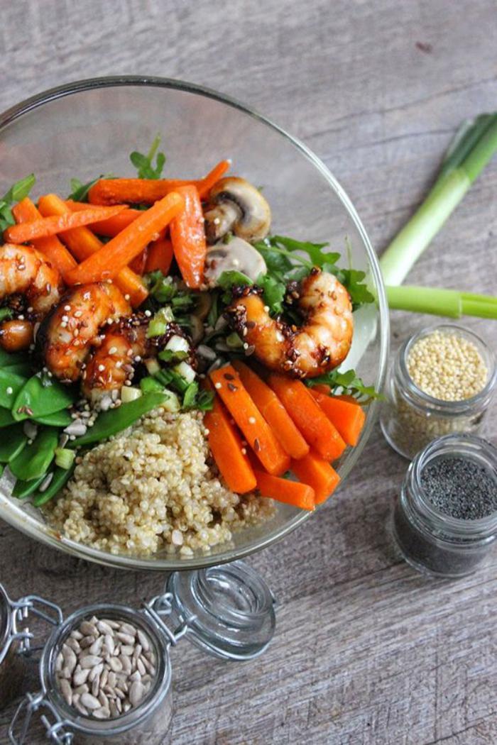 repas-diététique-salade-quinoa-crevettes-et-carottes