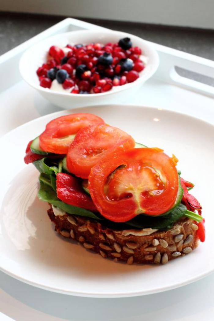 repas-diététique-tartine-aux-légumes-repas-sain