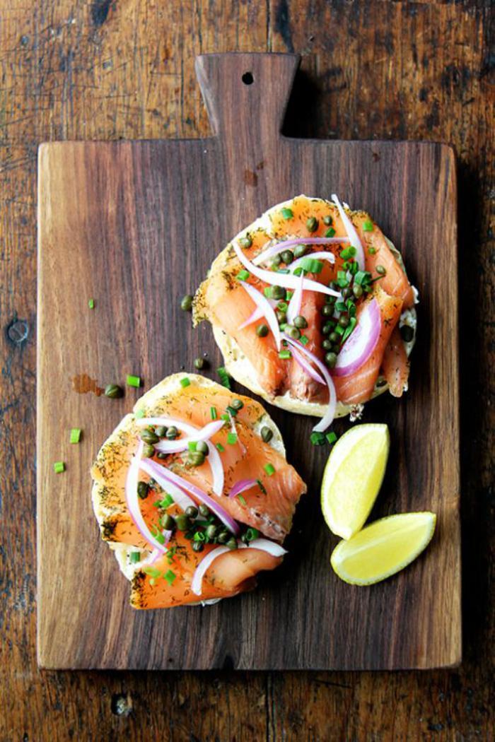 repas-diététique-tartines-au-saumon-avec-légumes