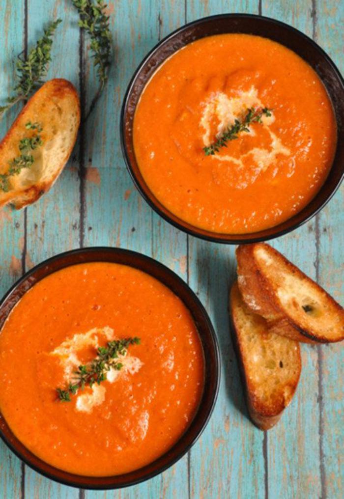 repas-diététique-velouté-de-carottes-couleur-orange-fantastique