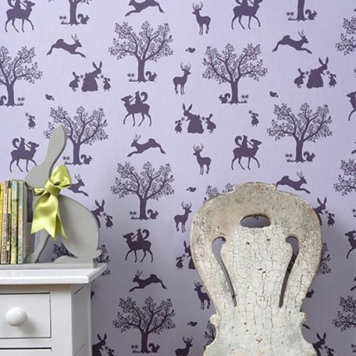 revetement-mural-en-papier-peint-castorama-de-couleur-violette-papier-peint-chambre