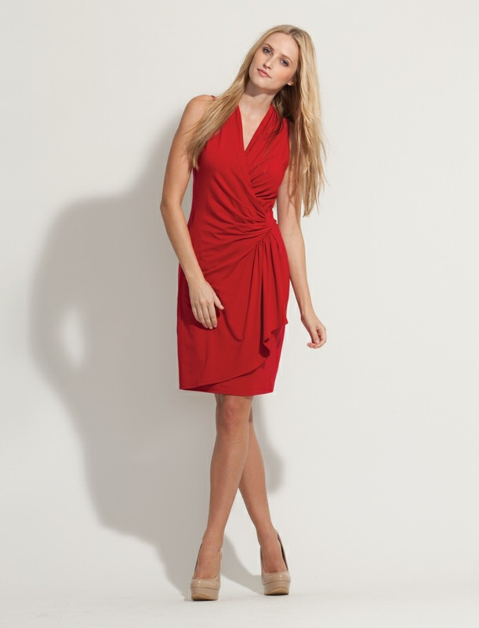 robe-longue-portefeuille-haute-classe-portee-avec-les-cheveux-longs-en-liberte-resized