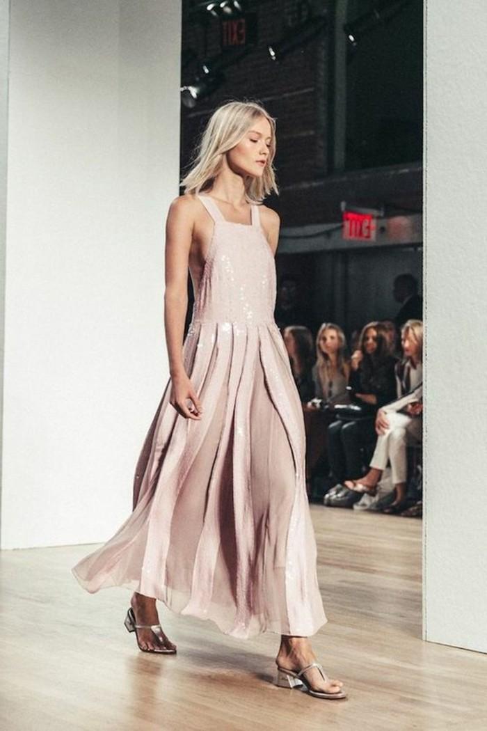 robe-longue-rose-sandales-femme-desig-tendances-de-la-mode-2016
