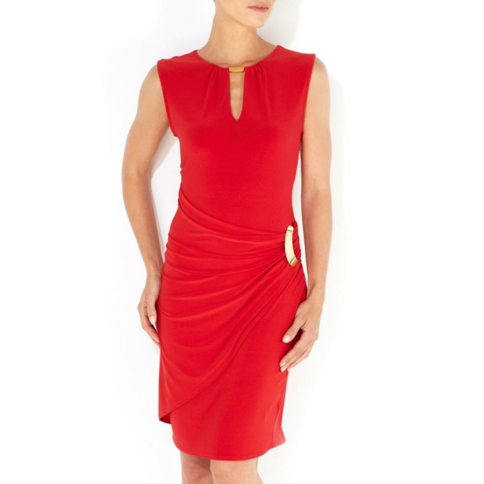 robe-portefeuille-rouge-apparition-remarquee-resized