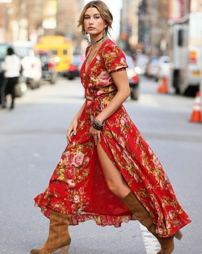 robe-portefeuille-rouge-motifs-floraux-style-de-ville-cowboy-resized