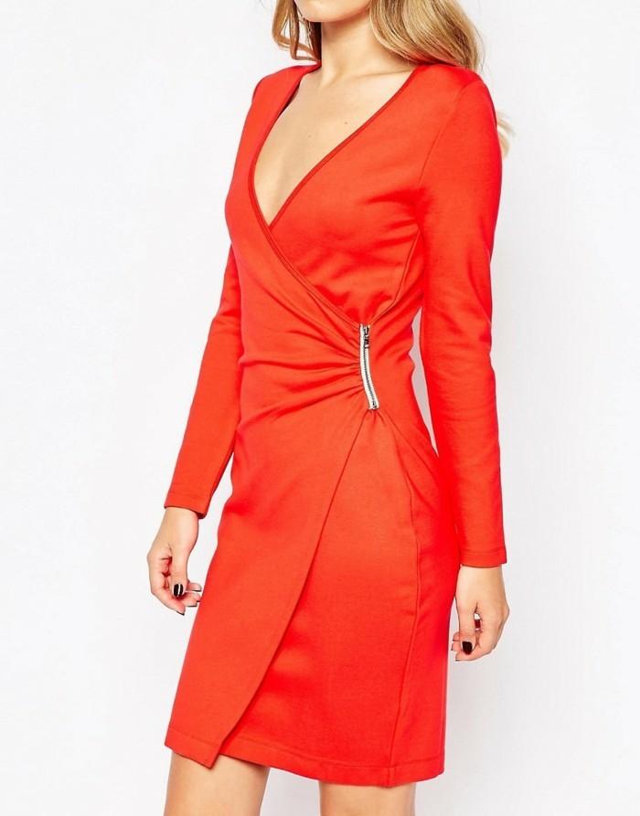 robe-portefeuille-rouge-nuance-orangee-element-metallique-de-cote-resized