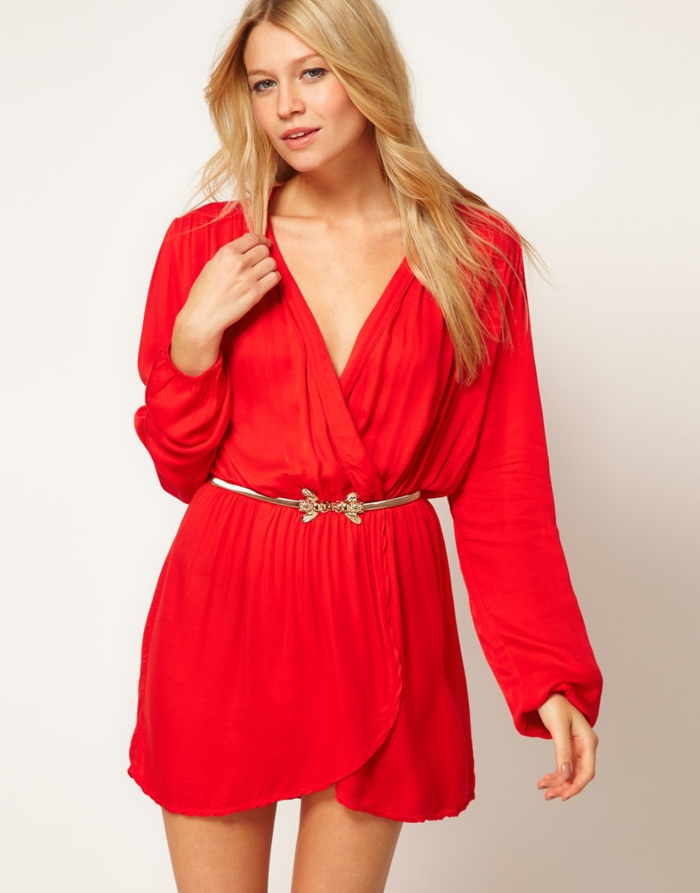 robe-portefeuille-rouge-tres-courte-ceinture-tres-fine-resized