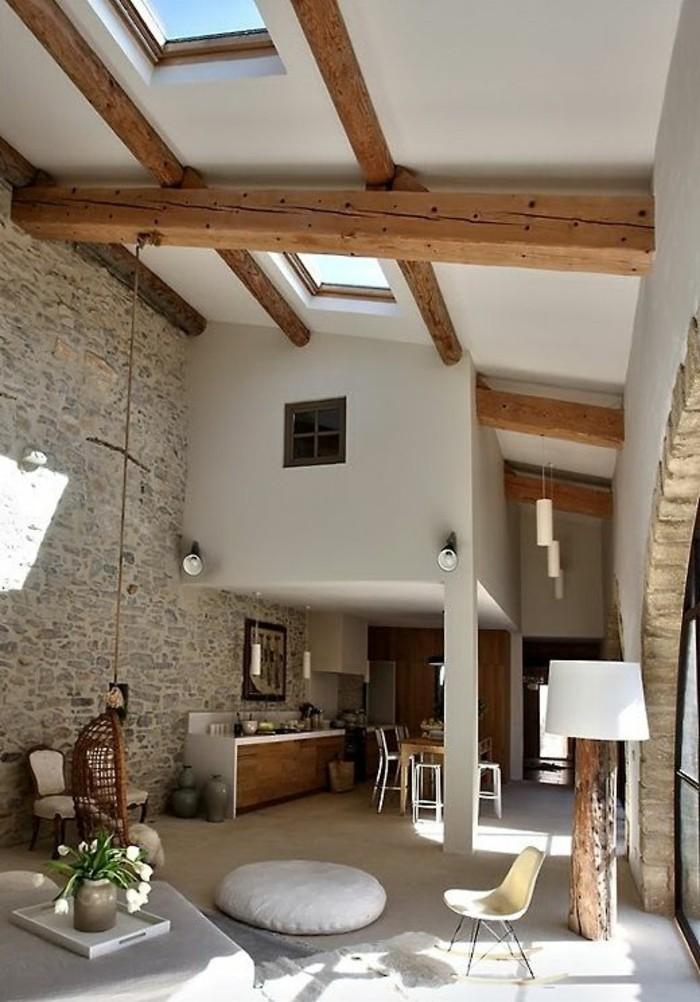 salon-avec-plafond-haut-meubles-de-salon-chic-pierres-de-parement-interieur-mural