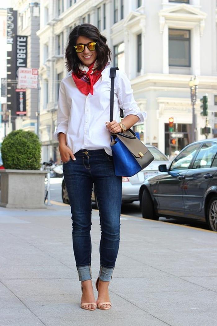sandales-a-talons-comment-porter-une-écharpe-été-femme-denim-bleu-chemise-blanche