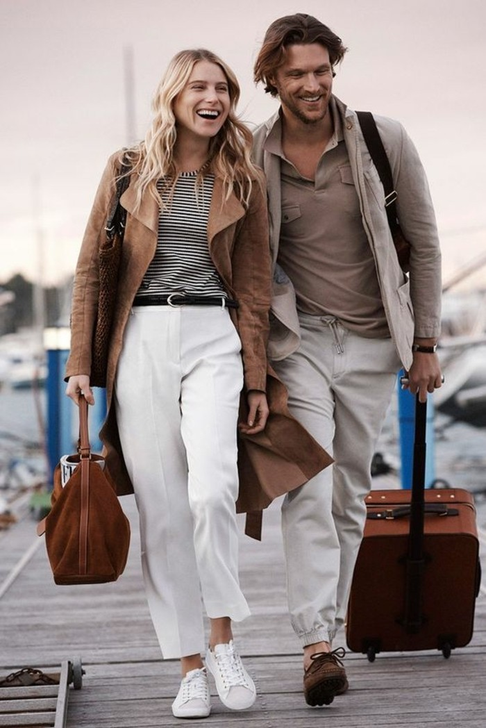 sneakers-blancs-design-pour-les-femmes-modernes-pantalons-blancs-tendances-de-la-mode