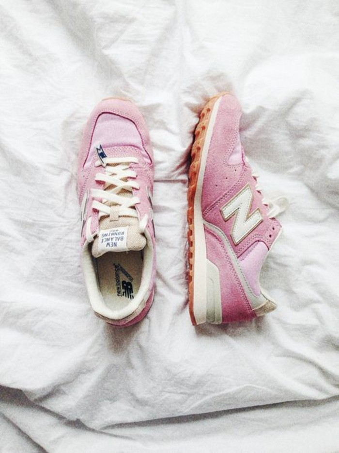 sneakers-en-rose-pâle-mode-automne-2016-femme-comment-adopter-le-rose