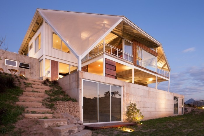 sophisticated-and-futuristic-looking-house-in-el-salvador-1