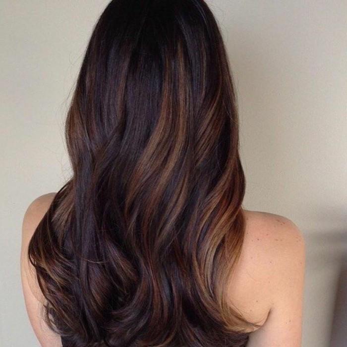 superbe-balayage-pour-brune-balayage-cheveux-courts-idee