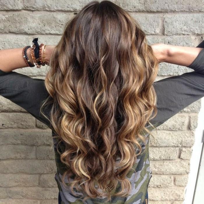 superbe-balayage-pour-brune-balayage-cheveux-courts-jolie