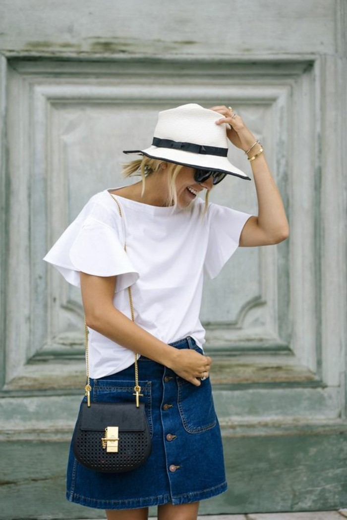 t-shirt-blanc-chapeau-de-femme-de-couleur-blanc-t-shirt-blanc-jupe-en-denim-femme
