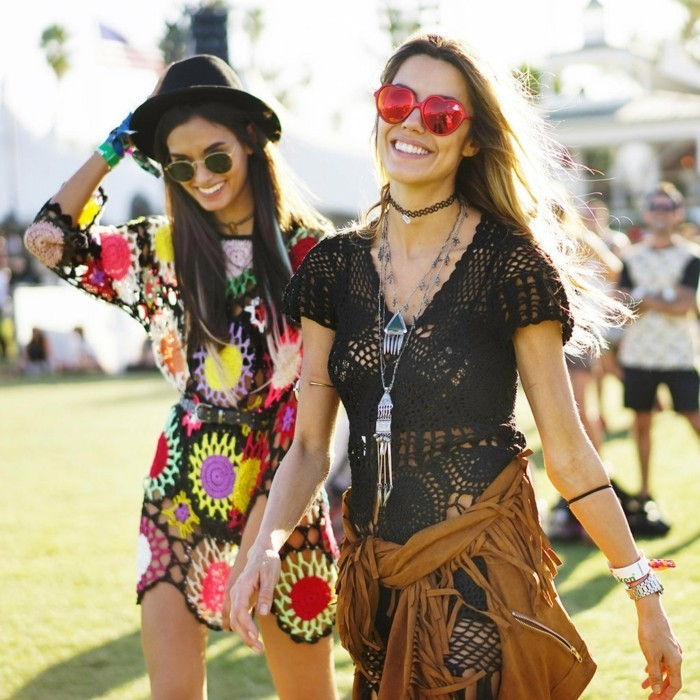 tenue-de-festival-jour-à-coachella-style-mode-couple-amies