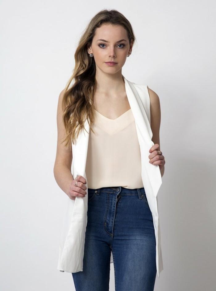 tenue-de-jour-avec-la-veste-legere-femme-jolie-gilet-long-sans-manche-femme