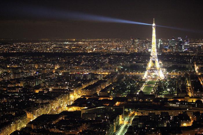 tour-еiffel-illuminée-belle-vue-de-Paris-nocturne
