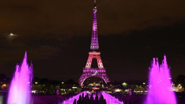 tour-еiffel-illuminée-habillée-de-rose