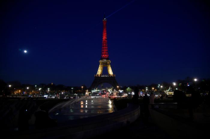 tour-eiffel-illuminée-22-mars-2016