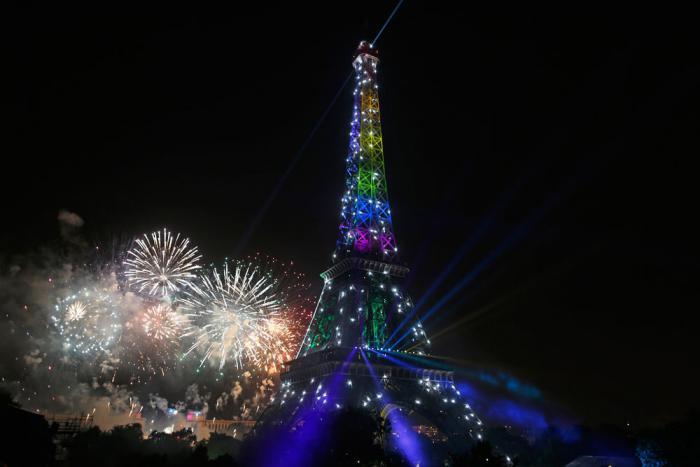 tour-еiffel-illuminée-ilumination-célébration-quatorze-juillet