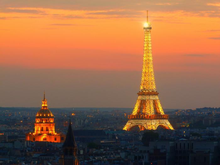 tour-еiffel-illuminée-jolis-monuments-éclairés
