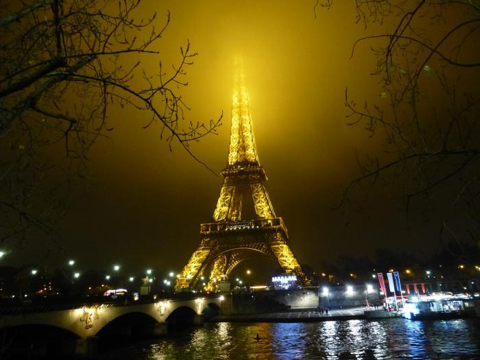 tour-еiffel-illuminée-l'éclairage-doré-de-la-tour-eiffel