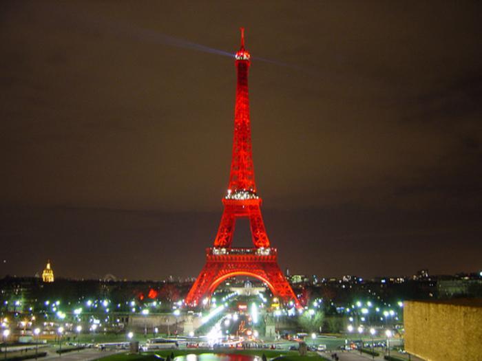 tour-еiffel-illuminée-les-lumières-de-Paris
