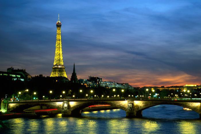 tour-eiffel-illuminée-Paris