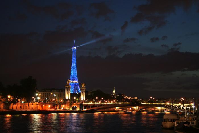 tour-еiffel-illuminée-paris-de-nuit-vues-magnifiuqes