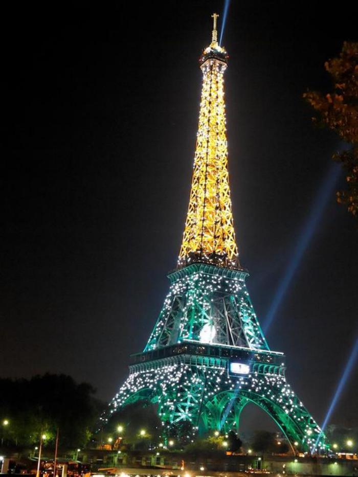 Photos magnifiques de la tour eiffel illumin e - Couleur de la tour eiffel ...