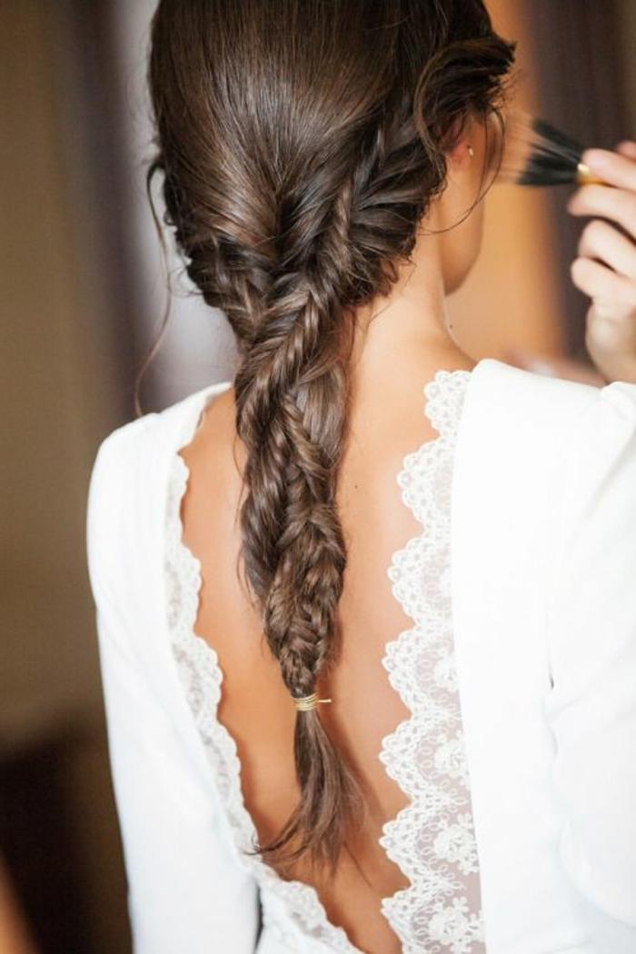 tresse-cheveux-brunes-coiffure-cheveux-attachés-coiffure-originale-tendance-2016