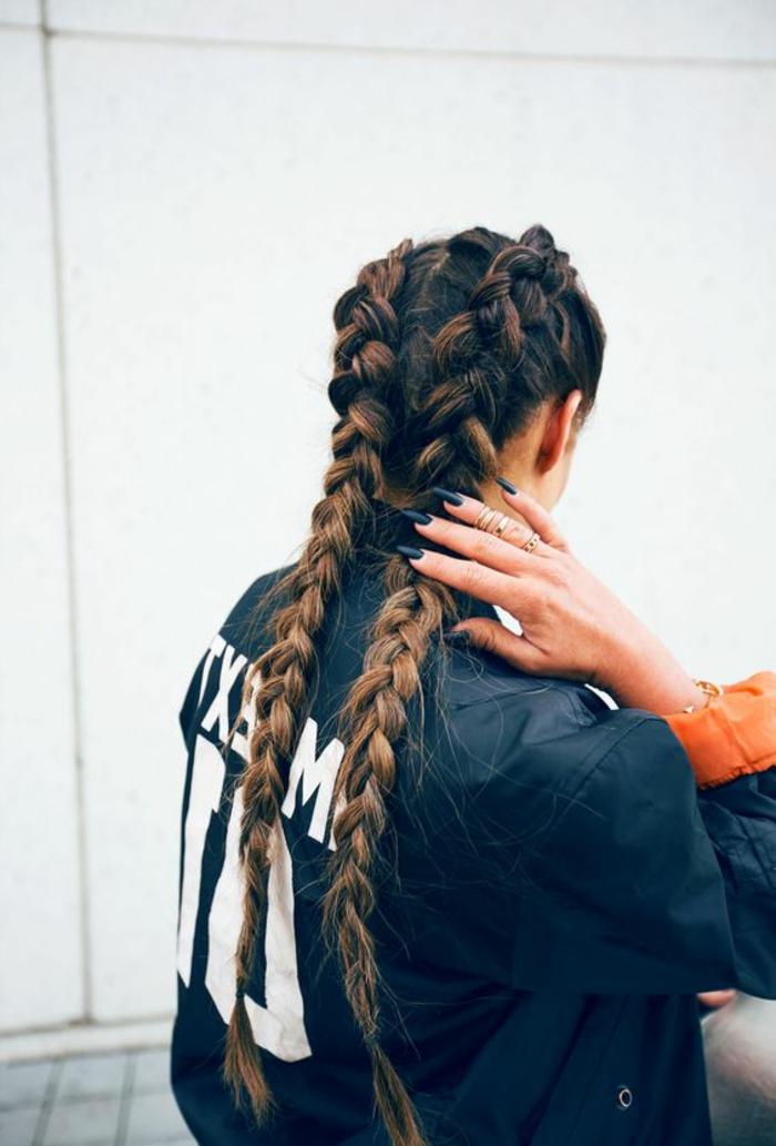 tresse-coiffure-en-deux-tresses-coiffure-cheveux-attachés-femme-coiffure-2016-femme