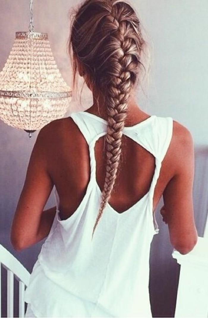 tresse-pour-cheveux-blonds-femme-top-blanc-pour-les-filles-modernes