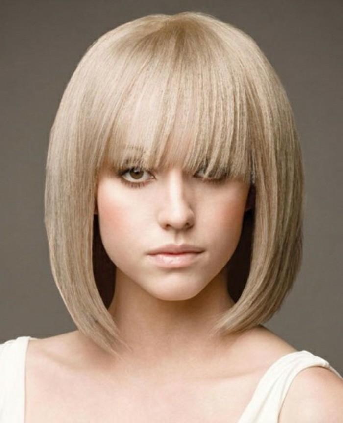 une-idée-femme-blonde-coupe-de-cheveux-mi-long-