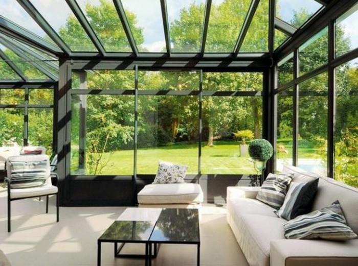 véranda-vitrage-petite-veranda-pleine-de-lumiere-pour-agrandir-sa-maison