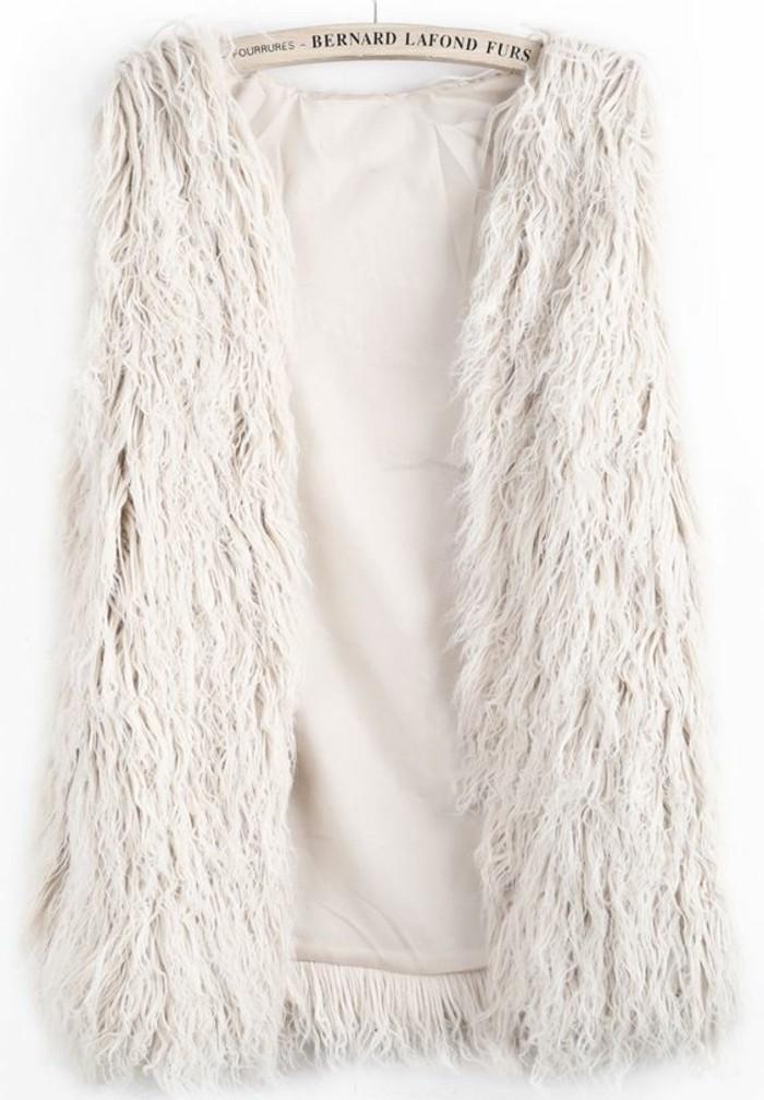 veste-fourrure-beige-modèle-pour-les-femmes-modernes-comment-porter-un-gilet-femme