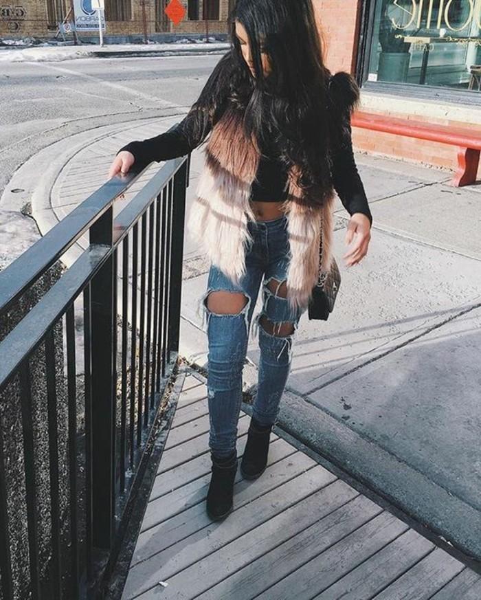 veste-fourrure-sans-manches-denim-bleu-clair-chaussures-a-talons-chaussures-noires