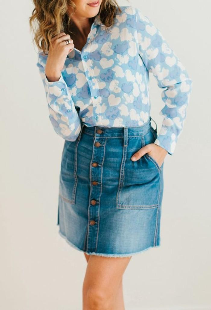 w-comment-porter-la-jupe-en-jean-combinaison-avec-chemise-blanche-et-bleu