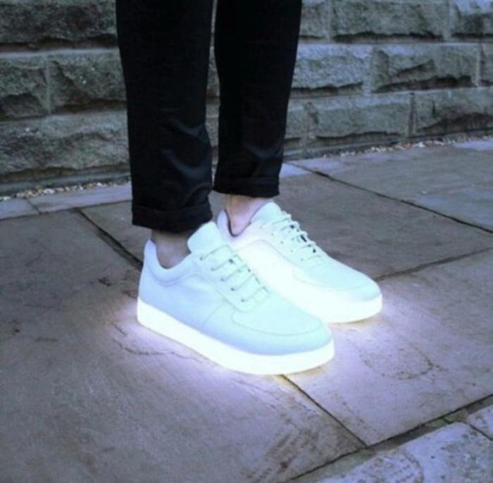chaussures-lumineuses-blanches-baskets-hommes-femmes