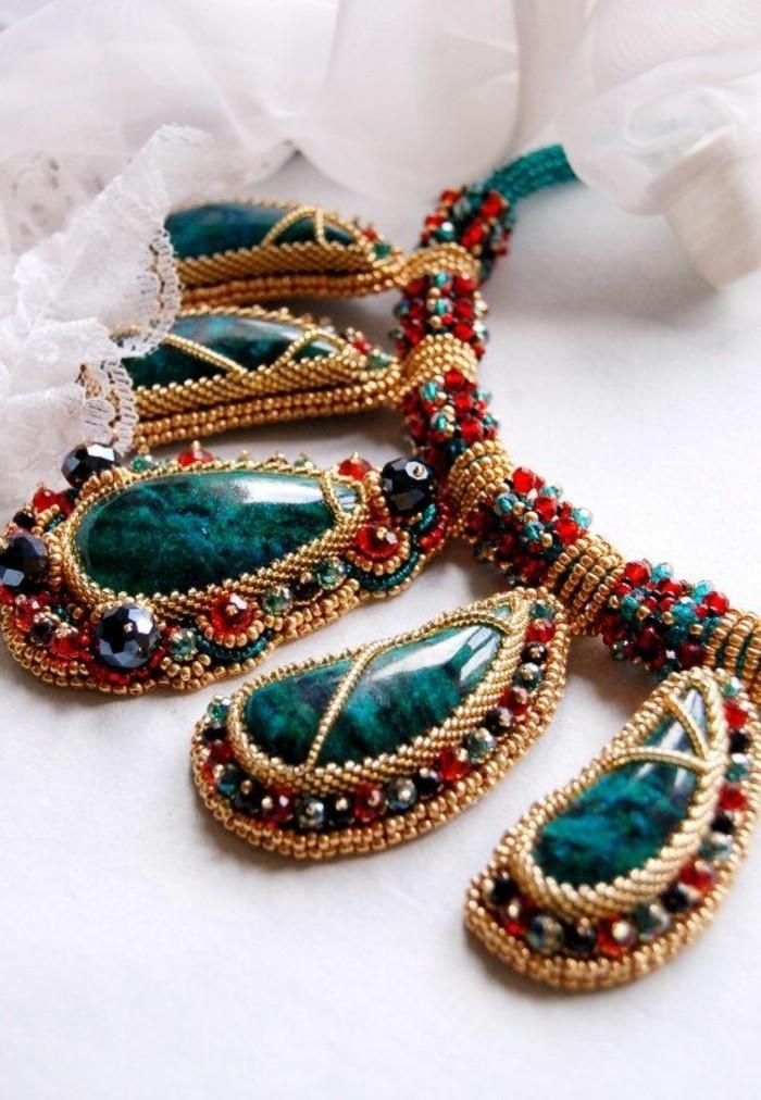 0-bijoux-gemo-bijoux-originaux-pour-bien-choisir-vos-accessoires-collier-en-bleu-foncé-et-rouge