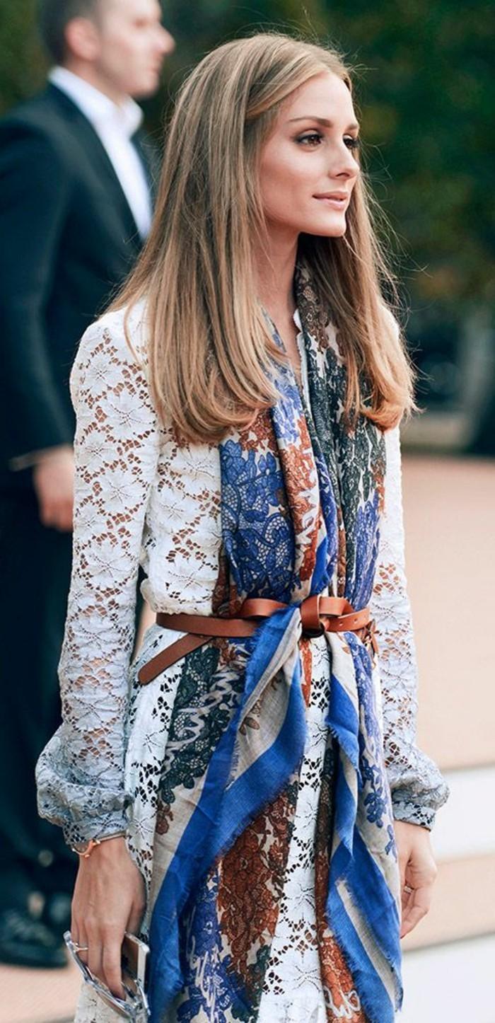 0-burberry-robe-chic-tendances-olivia-palermo-robe-en-dentelle-et-écharpe-coloré