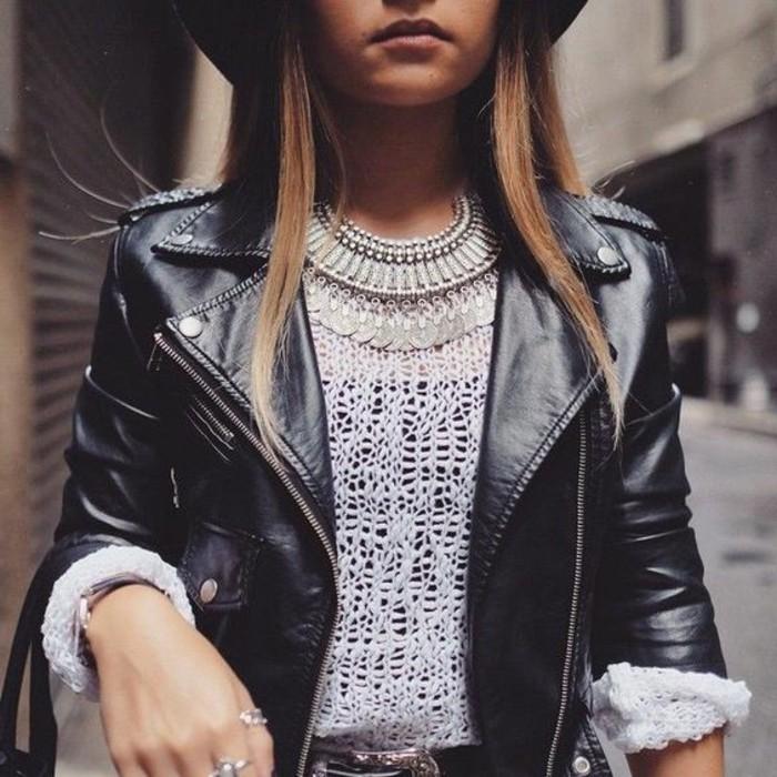 0-comment-porter-le-collier-plastron-pas-cher-pull-blanc-veste-en-cuir-noir-femme