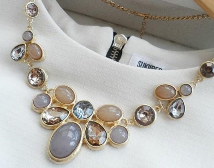 0-gros-collier-femme-les-tendances-chez-les-bijoux-originaux