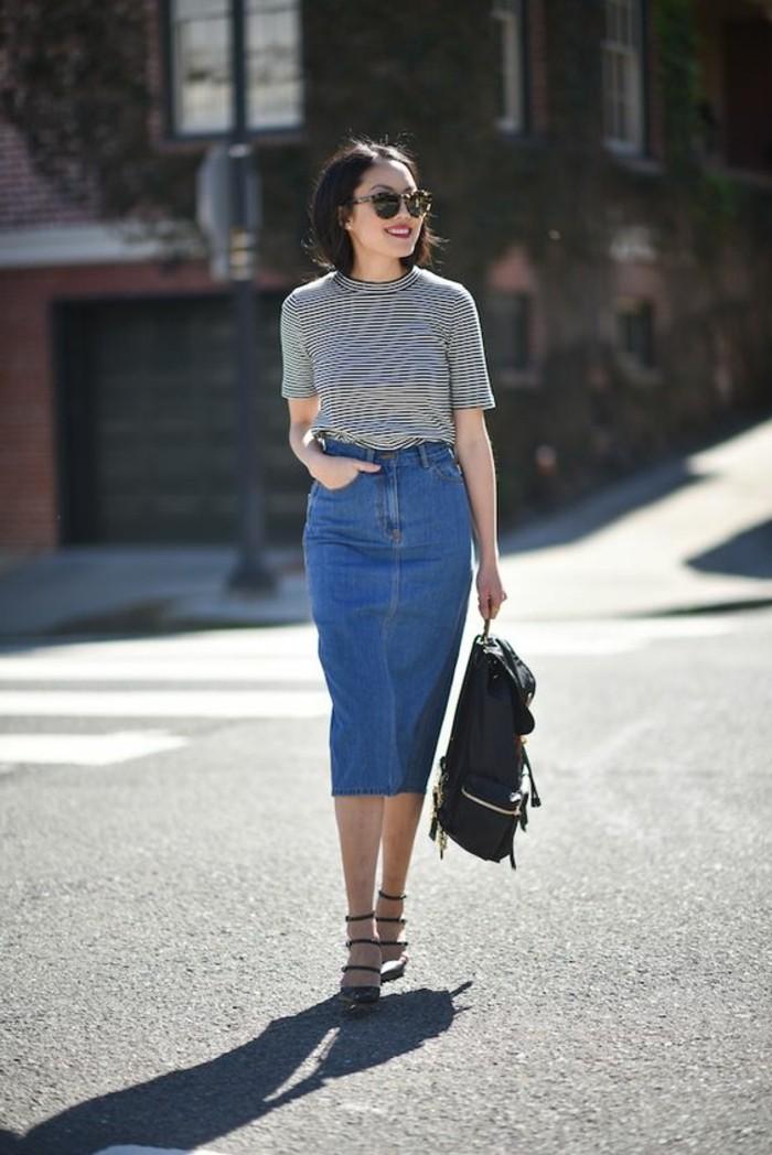 0-jupe-longue-en-denim-sandales-cuire-noire-blouse-à-rayures-blancs-noirs-femme