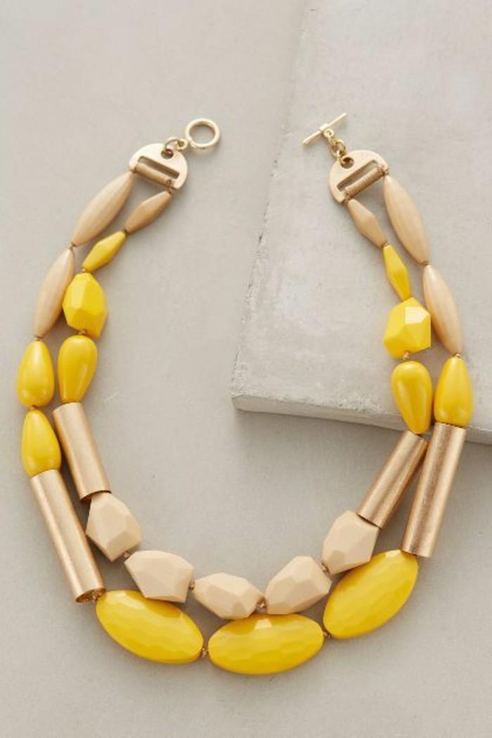0-les-bijoux-originaux-jaune-et-beige-les-tendances-de-la-mode-chez-les-accesssoires-femme
