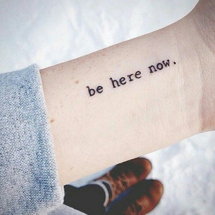 0-les-plus-beaux-tatouage-tatouages-discrets-femme-tatouage-ecriture-femme