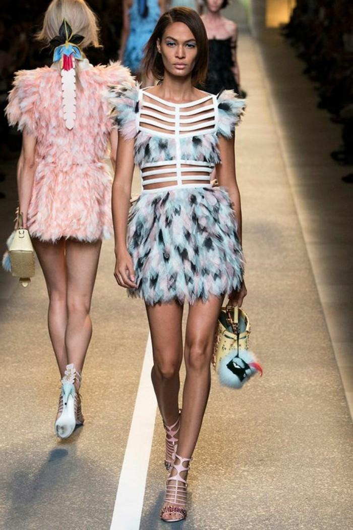 0-robe-courte-en-plumes-colorés-robe-courte-robe-avec-plumes-colorés